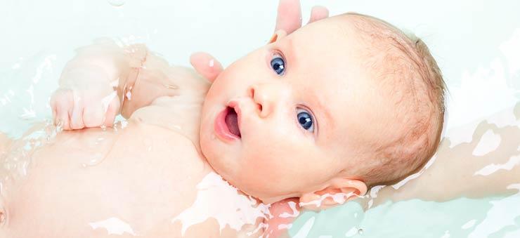 如何给哺乳期的宝宝洗澡